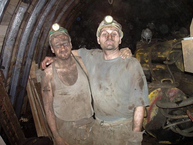 horníci v dole