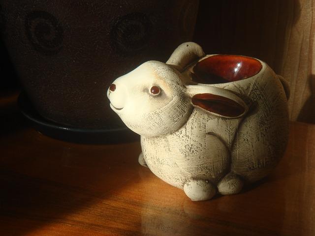 keramický zajíc